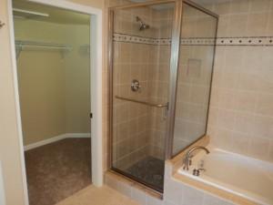 Master Bath and walk in closet - Vacation Rental In Hawaii - Waikoloa